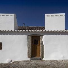 Casas Caiadas by Pereira Miguel Arquitectos