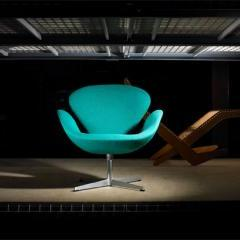 Lot # 606 - Swan Chair by Arne Jacobsen - Wright Auction