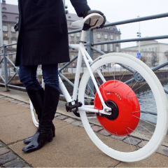 Christine Outram and MIT students - Copenhagen Wheel, James Dyson Award Winner