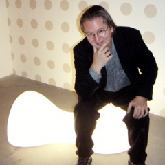 Bruce Sterling sitting on a Karim Rashid blobject - Wired Blob Network 2006