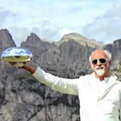 Ross Lovegrove with the model of the Alpine Capsule 2008
