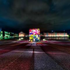 Kolonihavehus by Tom Fruin