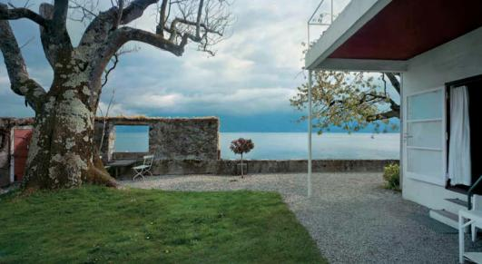 Villa Le Lac, Corseaux. 1924–25. View of the garden wall and Lake Geneva