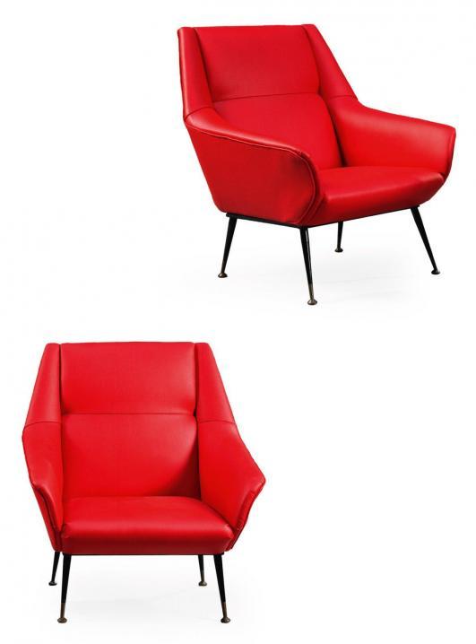 GIO PONTI (1891-1979) Paire de chauffeuses basses Simili cuir rouge, métal laqué noir et laiton Vers 1955/1960… 4,000 - 6,000 €