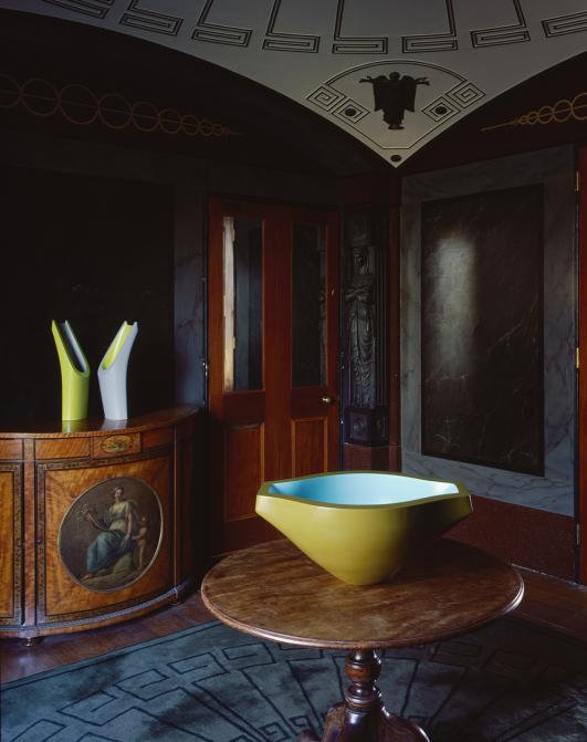 Nicholas Rena, Yew Bowl and Rites, Pitzhanger Manor  [photo Hélène Binet]