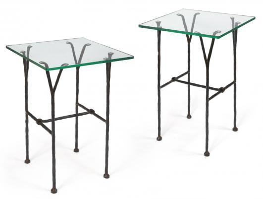ELISABETH GAROUSTE (NÉE EN 1949) ET MATTIA BONETTI (NÉ EN 1953) Paire de tables d'appoint modèle «Fourches» Fer battu, patiné et ciré à chaud de… 3,000 - 4,000 €