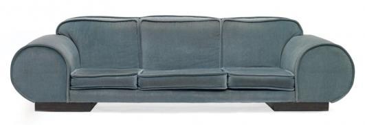 JEAN ROYÈRE (1902-1981) Grand canapé à accoudoirs dits «rouleaux» Chêne teinté et velours (postérieur) Réalisé… 80,000 - 120,000 €