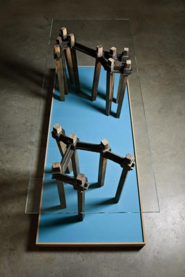 Basis Table by Daphna Isaacs & Laurens Manders