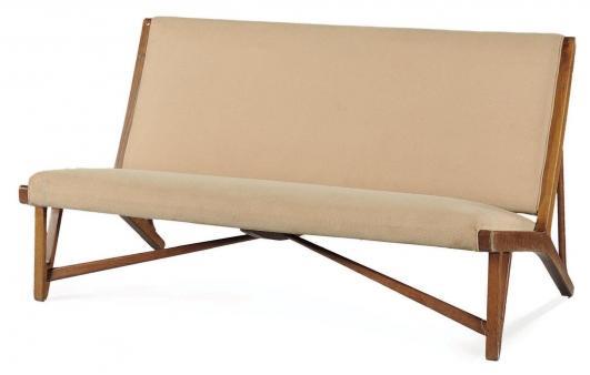 HANS J.WEGNER (1914-2007) Sofa modèle «JH-555» Chêne et tissu écru Édition Johannes Hansen 1949 H_76 cm L_145… 4,000 - 6,000 €