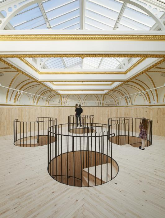 Installation (Blue Pavilion) by Pezo von Ellrichshausen.  Photo (c) Royal Academy of Arts, London, 2014. Photography: James Harris.