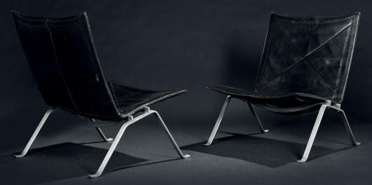 POUL KJAERHOLM (1929-1980) Paire de chauffeuses modèle «PK22» Acier et cuir noir Édition Kold Christensen Vers… 5,000 - 7,000 €