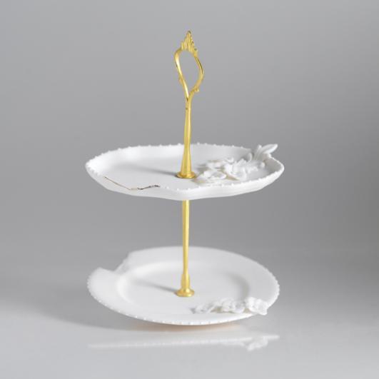 Makiko Nakamura - Ceramics Cake Stand - http://www.nakamuramakiko.com/
