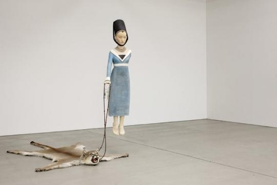 Marc Fromm, Junge Dame mit Haustier (Young Lady and Pet), 2010, Linden wood, oil, puma skin, 235 ×175 × 245 cm