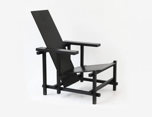 Gerrit Th. Rietveld, monochrome black 'roodblauwe stoel' 1919, commissioned by Kho Liang Ie in 1963, photo: Galerie VIVID