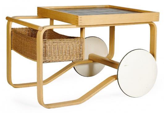 ALVAR AALTO (1898-1976) Table roulante Bouleau, céramique et osier Édition Finmar Vers 1950 H_65 cm L_80… 2,000 - 3,000 €